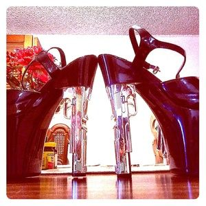 Shoes - Sexy leather pistol heels